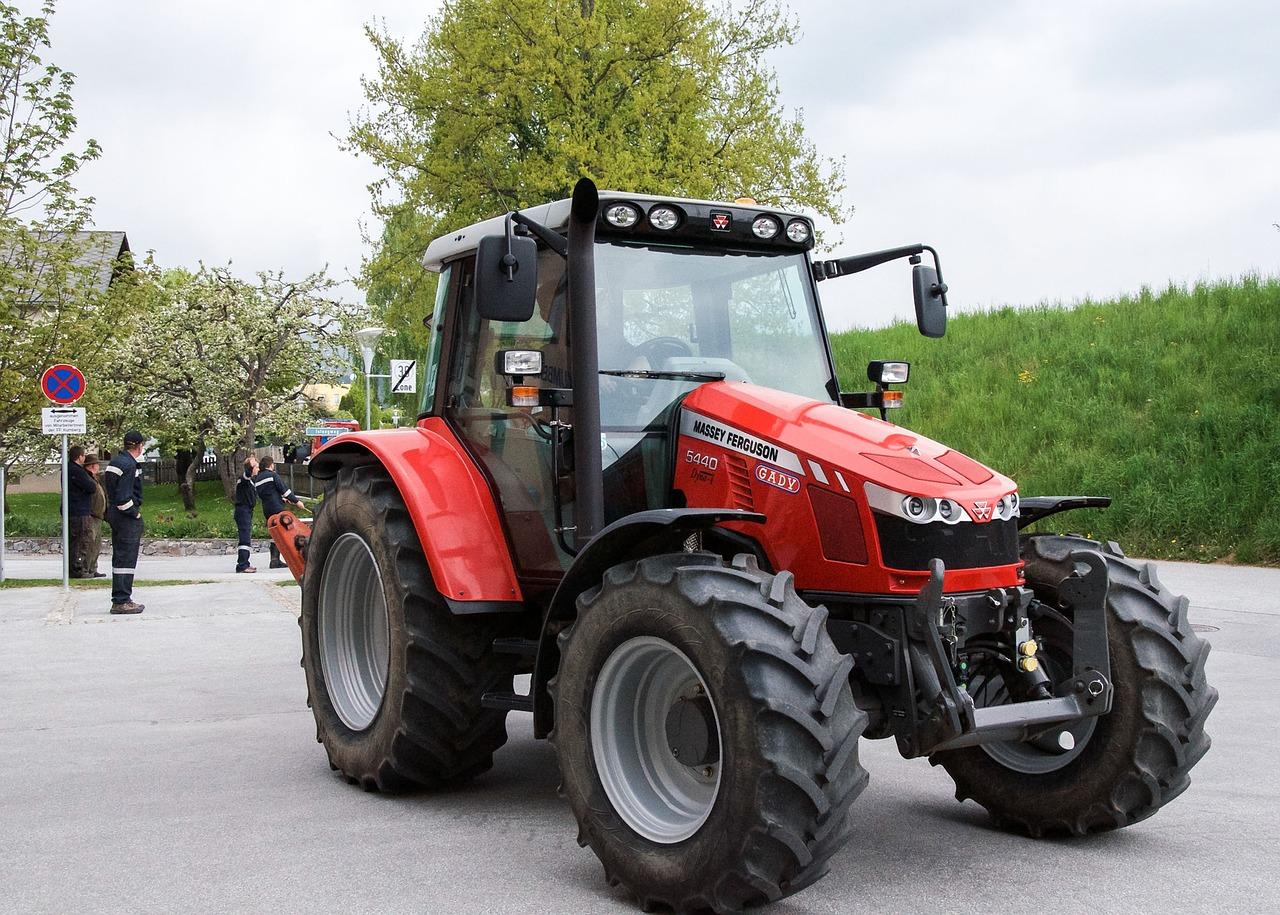 tractors-771273_1280